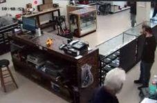 کشتن دزد توسط پیرمرد صاحبمغازه با کُلت!