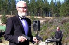 نواختن موسیقی با شلیک اسلحه!