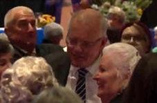 لحظه زدن تخم مرغ به سر نخست وزیر استرالیا!