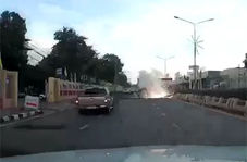 فیلم لحظه سقوط و انفجار دکل برق