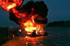 لحظه انفجار خودرو وسط بزرگراه و در میان سایر خودروها