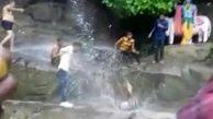 لحظه وحشتناک سقوط مرد جوان از آبشار حین گرفتن سلفی