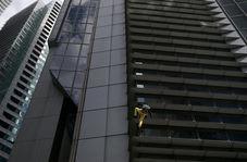 بازی با مرگ مرد میانسال با بالا رفتن از برج ۴۷ طبقه!