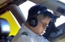 خوابیدن خلبان هواپیما در حین پرواز