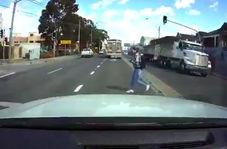 عاقبت عبور بیاحتیاط دختر جوان از عرض خیابان