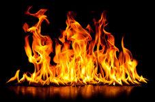 موتورسوارانی که درب یک فروشگاه را شکستند تا آن را به آتش بکشند!