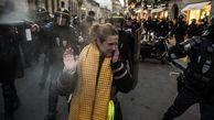 زن فرانسوی که مقابل گلوله پلیس سینه سپر کرد