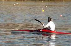 استفاده از چسب نواری برای جلوگیری از ورود آب به داخل قایق ملی پوشان!