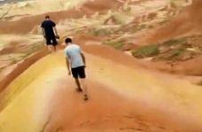 تخریب لایه های شنی باستانی توسط دو توریست جوان!