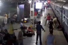 لحظه نجات نفس گیر مسافر زن در ایستگاه قطار