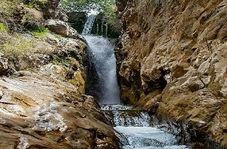 """آبشار زیبا در دل کوههای """"سنقر"""""""