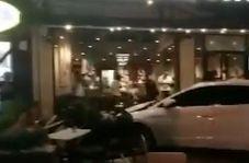 لحظه انحراف ناگهانی خودرو به داخل کافی شاپ!
