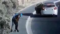 لحظه غافلگیر شدن دختر جوان توسط سارقان در خیابان!