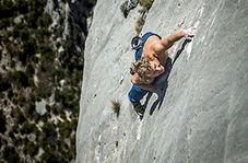 جدال مرگ و زندگی با یک اشتباه هنگام صخره نوردی