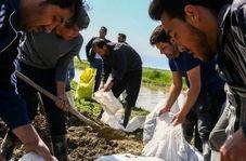 تصاویری از حال و هوای ناب داوطلبان خدمت به سیل زدگان