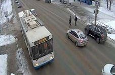 وقوع تصادف مرگبار به دلیل عبور بی موقع عابر پیاده از خیابان
