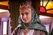 ترکی صحبتکردن فخرالزمان در برنامه زنده/ سن حقیقی خانم بازیگر فاش شد