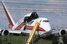 لحظه باز شدن سرسره فرار هواپیمای مسافربری + فیلم