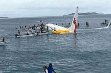 نجات مسافران هواپیمای غرق شده در نزدیکی یک جزیره!