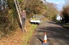 بی احتیاطی در قطع درخت مرد کارگر را در معرض مرگ قرار داد