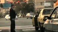 تذکر پلیس راهور به رانندهای که سیگار خود را روی زمین انداخت