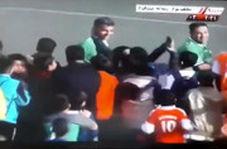 هجوم هواداران به سمت فردوسیپور برای گرفتن سلفی