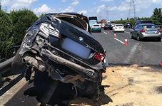 تصادف شدید خودرو با اتوبوس به دلیل رعایت نکردن فاصله ایمنی!