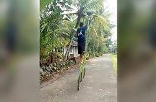دوچرخهسواری مرد هندوستانی با دوچرخهای عجیب!