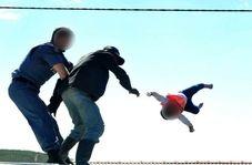 اقدام وحشتناک پدر آفریقایی در اعتراض به پلیس!