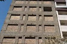 آجرچینی پنجرههای یک خانه نیمه کاره برای احتکار کالا در مشهد