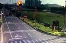 سقوط یک جنگنده شبیه به برخورد موشک با زمین