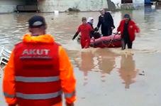 سیل قدرتمند در ترکیه، ماشینها را جارو کرد