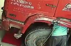 آسیب دیدن تعمیرکار پس از انفجار وحشتناک تایر کامیون