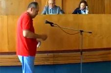 خودسوزی مرد میانسال در وسط جلسه شورا