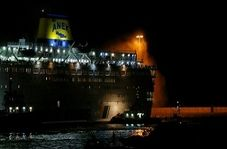 لحظه نجات مسافران کشتی گرفتار در حریق