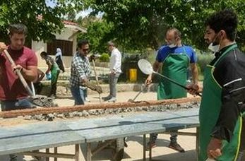 پخت کباب ۱۱۰ متری برای نیازمندان در روز عید غدیر