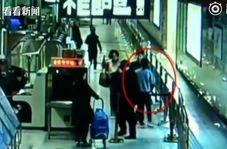 لحظه سیلی زدن مسافر به کارمند مترو در چین!