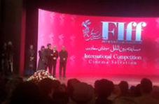 نوید محمدزاده در اختتامیه جهانی فیلم فجر: از این سیمرغ ها به من بدهید