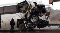 له شدن اتوبوس پس از تصادف با کامیون در آزادراه تبریز - زنجان+یلم