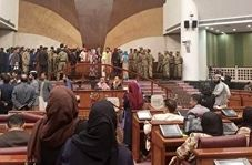 درگیری در صحن مجلس افغانستان بر سر کرسی ریاست