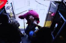 مرگ دردناک پیرمرد آمریکایی پس از پرت شدن از اتوبوس توسط دختر جوان!