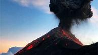 کوهنوردانی که هنگام صعود به قله، با فوران کوه آتشفشان روبرو شدند