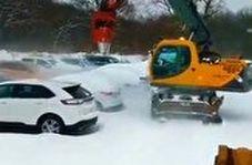 روشی جذاب و مدرن برای پاکسازی برف خودروها