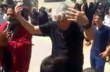 رقص و شادی رضا کیانیان با بچههای سیلزده