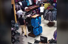 سرقت ۱۰ نفره از فروشگاهی در آمریکا!