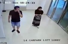 لحظه وحشتناک سقوط درب شیشهای بر روی زن سنگاپوری