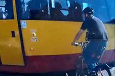 برخورد دردناک دوچرخه با قطار
