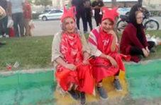 دو هوادار زن پرسپولیس منتظر ورود به استادیوم جم