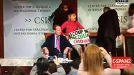 اقدام شجاعانه دو زن حین سخنرانی نماینده رئیس جمهور خودخوانده ونزوئلا در آمریکا