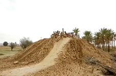 تفریح جدید جوانان پس از بارش باران در بوشهر